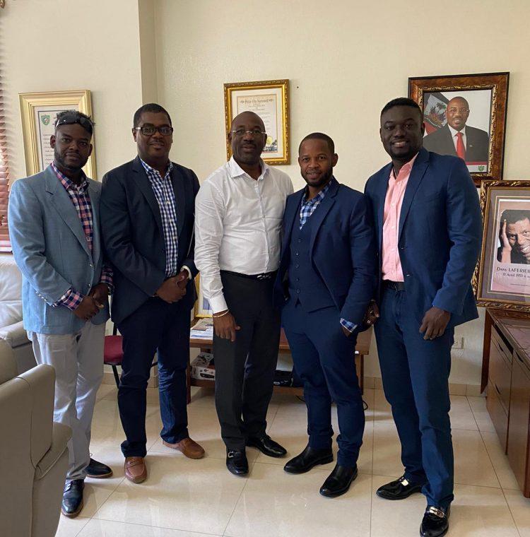 Miembros de I Clean Haiti con Wilson Jeudy, el alcalde de Delmas